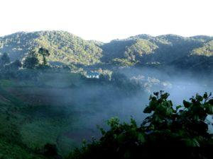 sonne-geht-hinter-den-bergen-auf-uganda-ugandaleaks