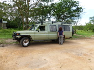 wagen-gelaendewagen-gorilla-trekking-uganda-ugandaleaks